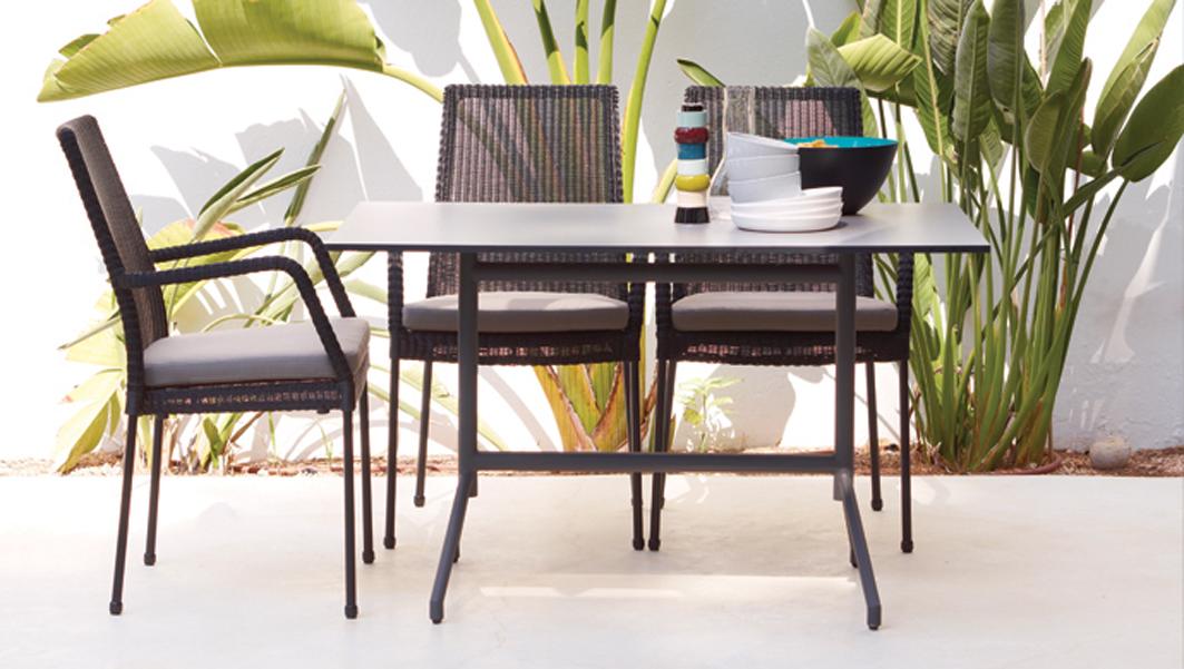 sessel newport mit armlehne schwarz stahlrohrgestell mit polyrattan rattan und geflechtm bel. Black Bedroom Furniture Sets. Home Design Ideas